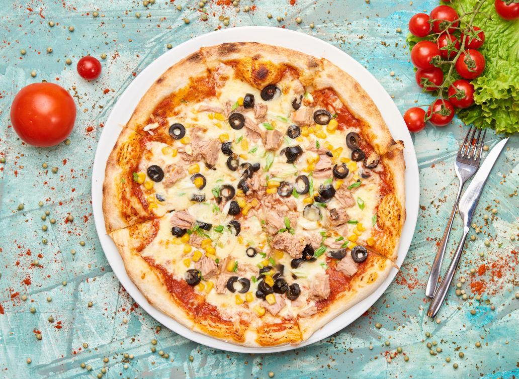 PIZZA CU TON -Meadows Restaurant